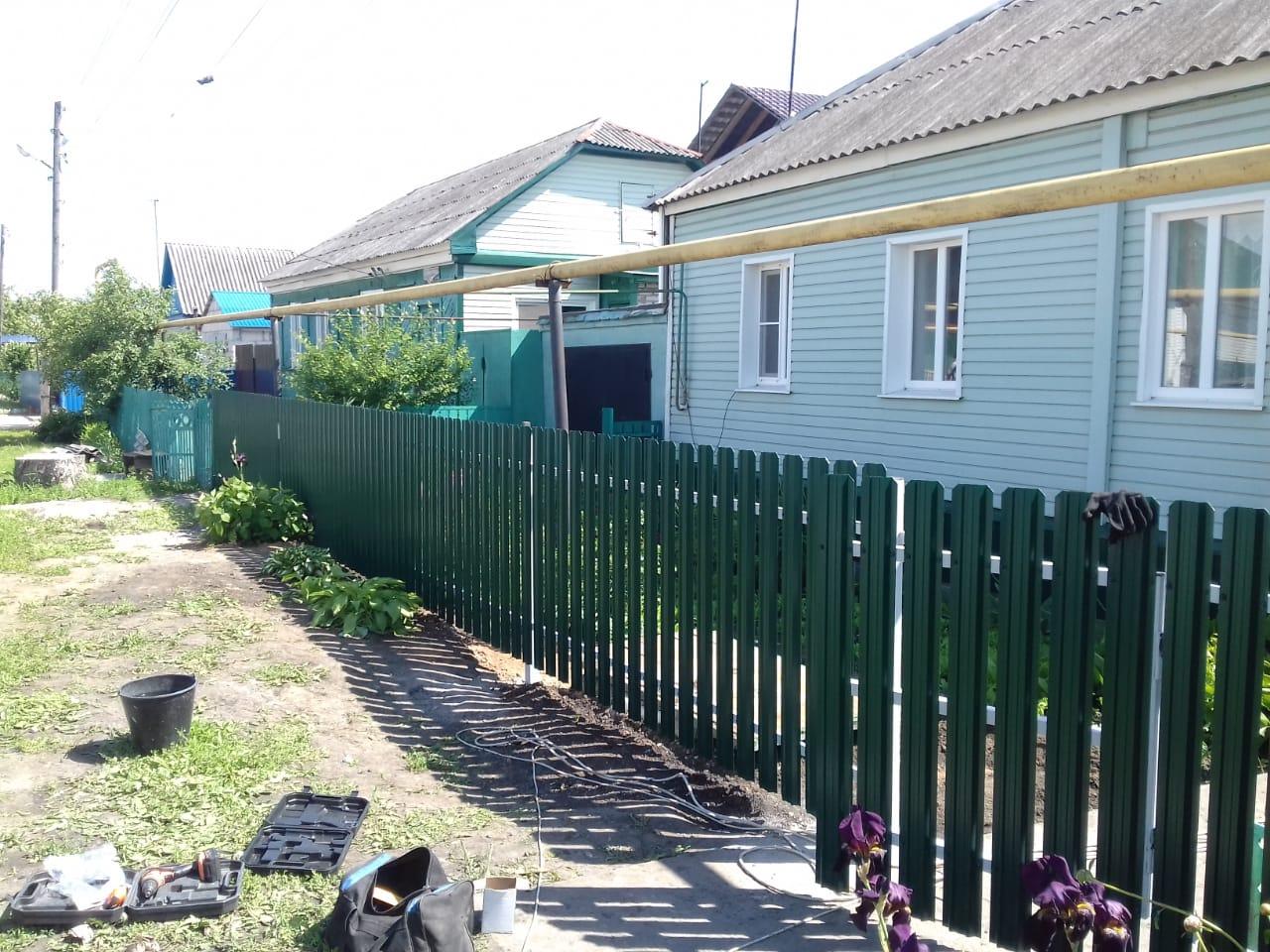 Комбинированный забор 25м штакетник и профлист, ворота, калитка фото