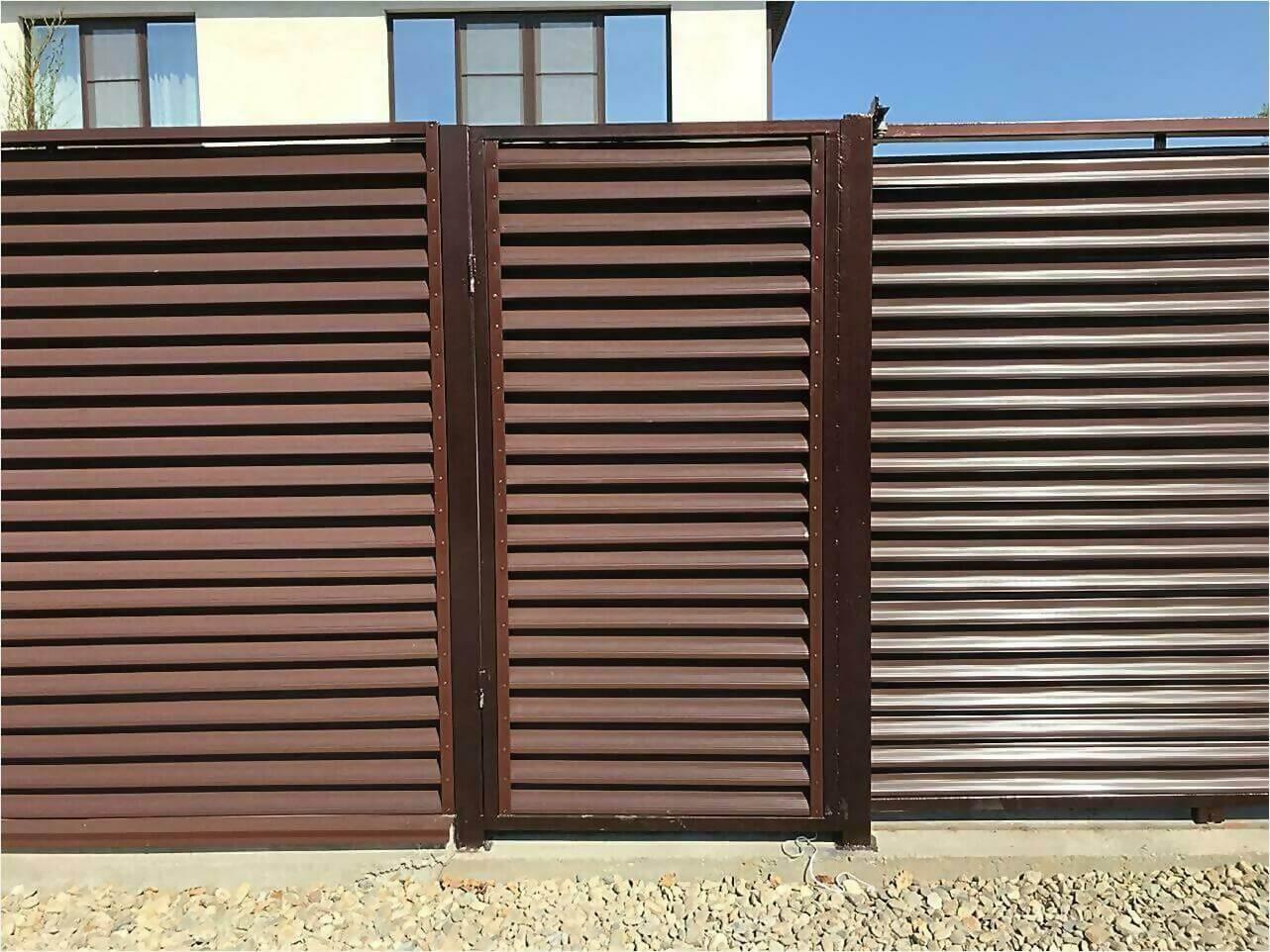 забор-жалюзи RAL8017 фото2