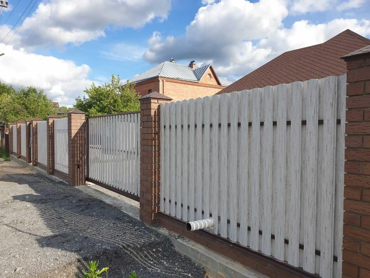 забор из штакетника Белёный Дуб фото4