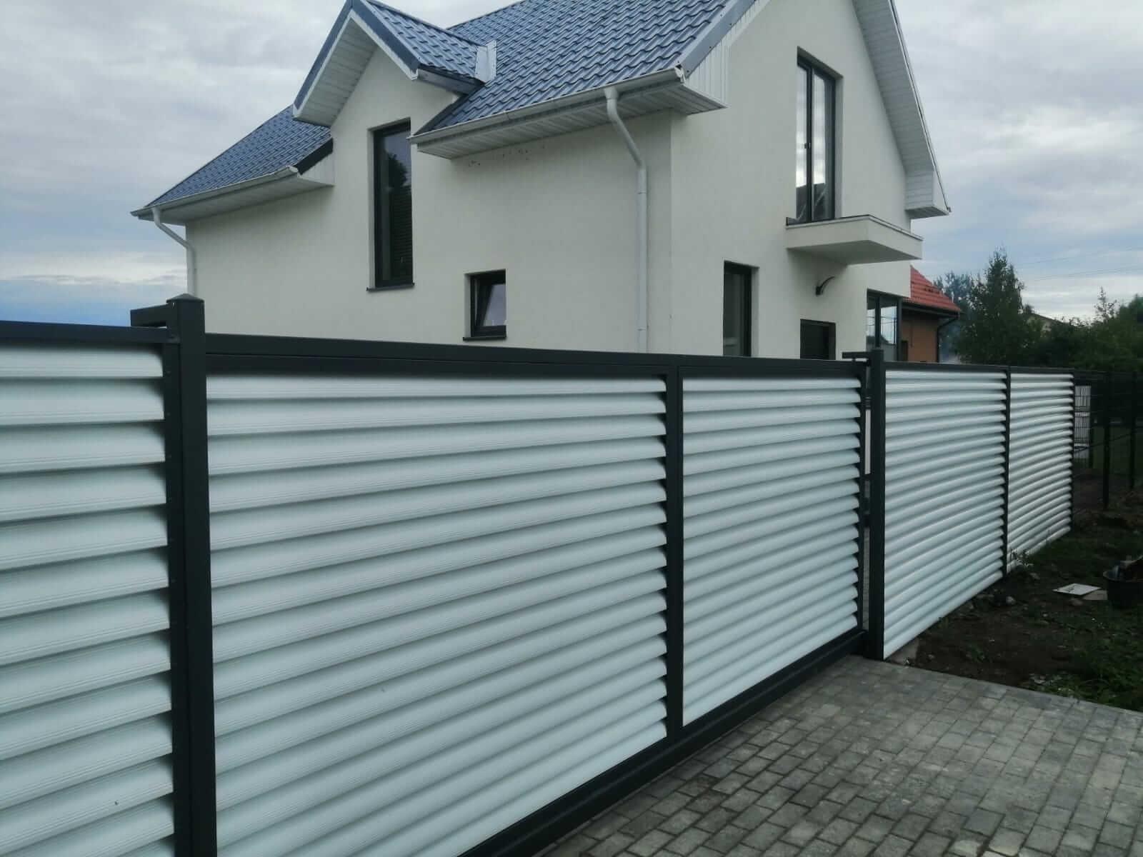 забор-жалюзи белый двухсторонний фото1