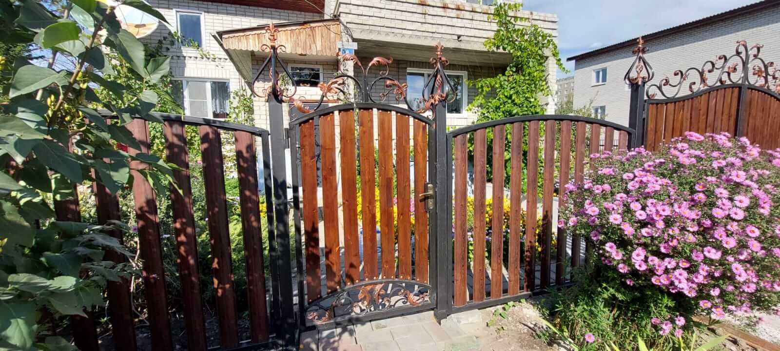 забор из штакетника каштан красный фото3