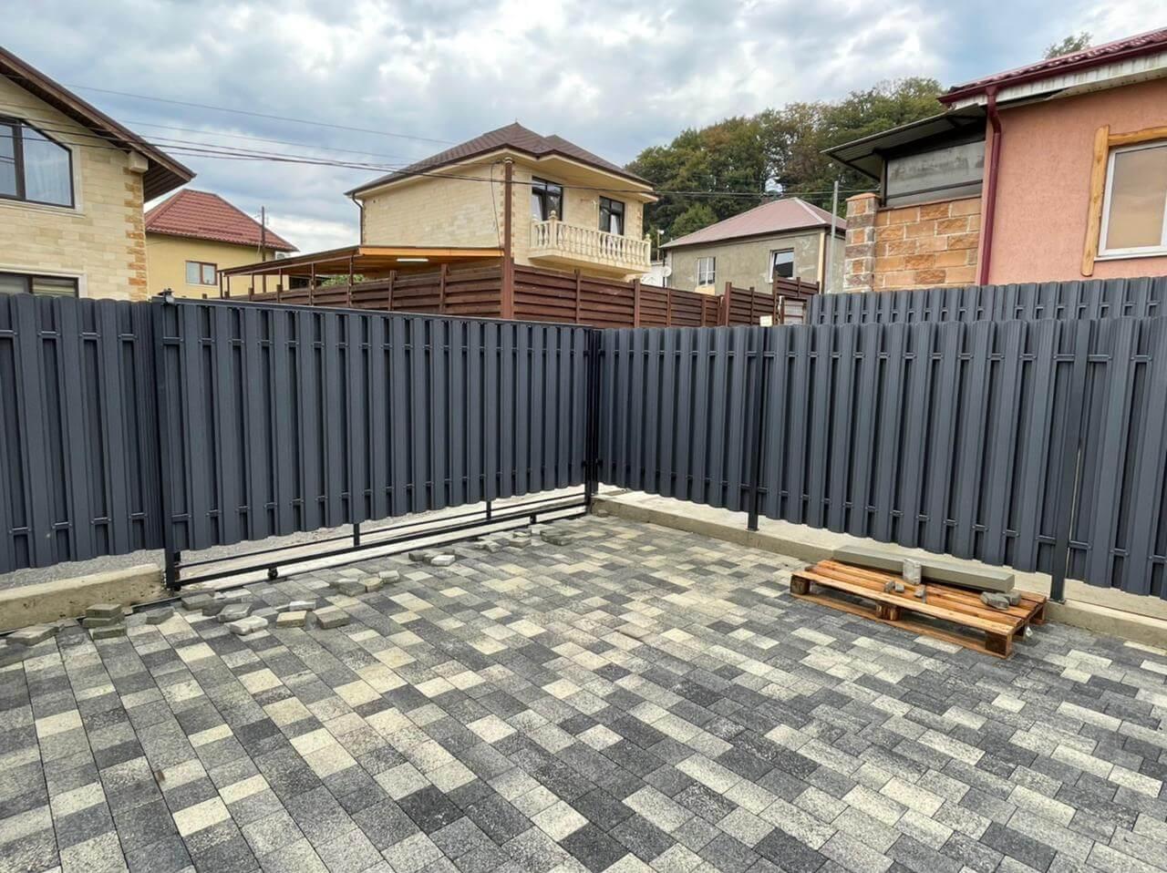 забор из штакетника серый графит двухсторонний фото6